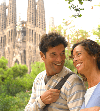 Pareja en Barcelona. Guia turistico sacó su foto